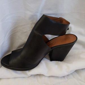 Arturo Chiang Shoes - Arturo Chiang Peep Toe Sandles